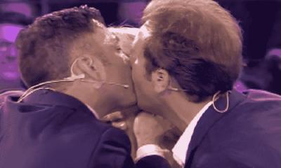 Foto bacio De Filippi Pio e Amedeo Amici 2018 Serale finale