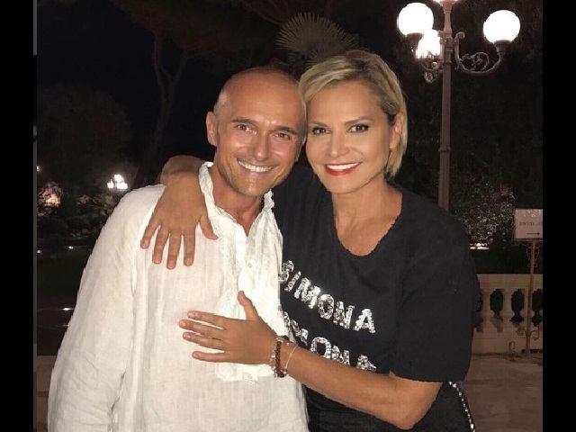 Simona Ventura Alfonso Signorini camicia bianca