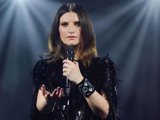 laura pausini black dress