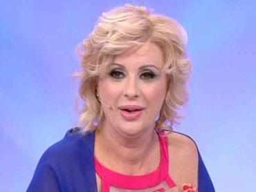 Tina Cipollari incinta a 52 anni? Spunta una pancia sospetta