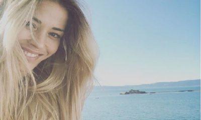 elena santarelli sorride