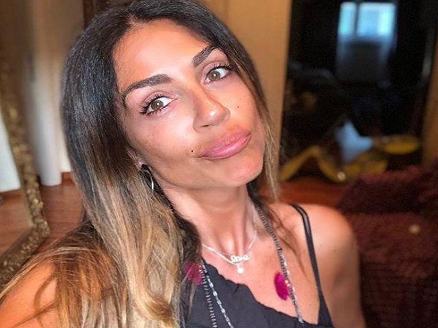 "Raffaella Mennoia è una furia: ""Senza vergogna"", Teresa attacca: ""Ridicola, zitta"""