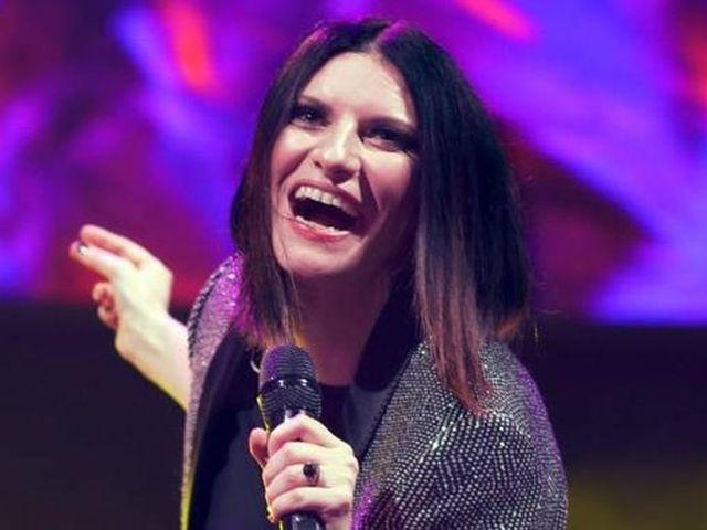 """Selvaggia Lucarelli contro Laura Pausini: """"Insulto sessista"""""""