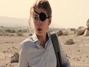 rosamunde pike nel film a private war