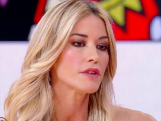 Elena Santarelli in lacrime: retroscena inediti dell'operazione del figlio