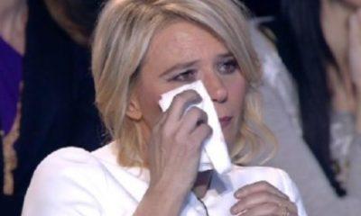 maria de filippi che piange