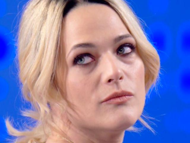 Laura Chiatti piange a Verissimo, poi parla del terzo figlio con Marco Bocci