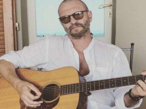 Biagio Antonacci chitarra