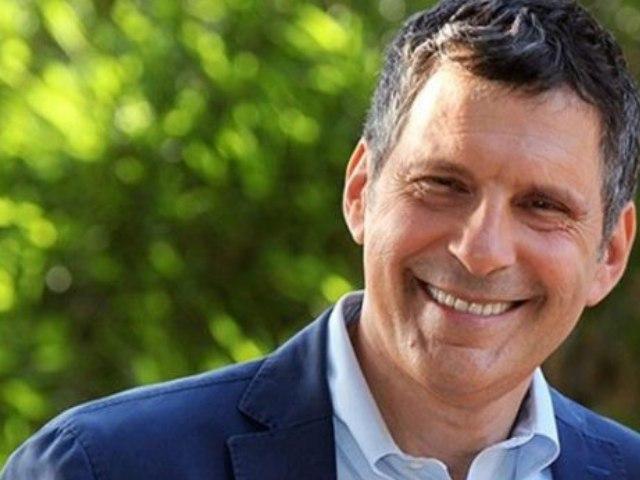 Fabrizio Frizzi: l'omaggio della Rai in tv e radio a un anno dalla morte
