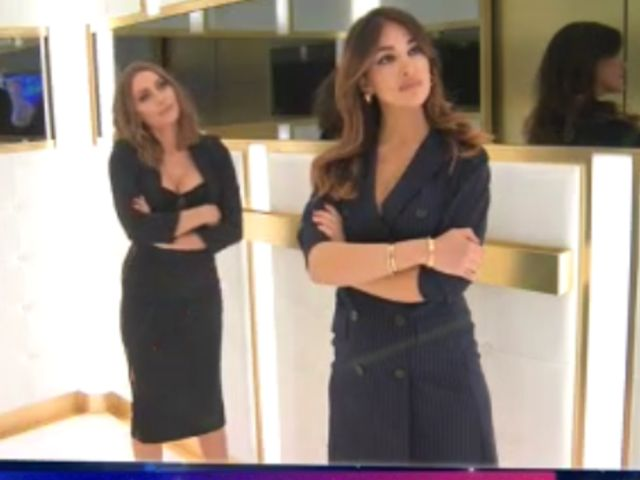 Karina e Rosa Perrotta a Live-Non è la d'Urso: scontro in ascensore