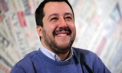 Matteo Salvini maglione blu