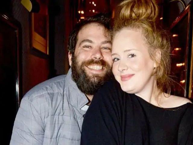 Adele si è separata dal marito Simon: l'annuncio