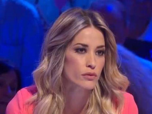 Elena Santarelli capelli mossi