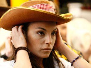francesca de andre con cappello cowboty