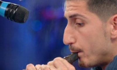 Vince la Quarta puntata de La Corrida Riccardo Termini che suona flauto di ciccoccolato