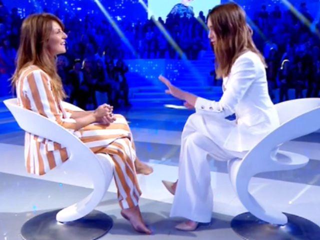 "Marina La Rosa a Verissimo senza scarpe, poi svela: ""Ho un problema…"""