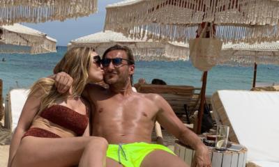 Totti e Ilary Blasi in relax al mare: la foto fa impazzire i fan