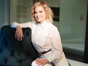 Simona Ventura: white dress