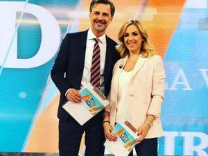 Beppe Convertini e Lisa MArzoli sempre più complici: il rapporto tra i due conduttori di Vita in Diretta Estate