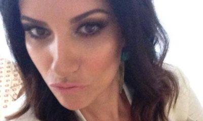 Laura Pausini selfie bianco