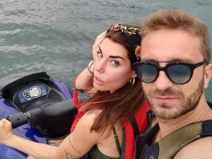 Bianca Atzei e Stefano Corti al mare