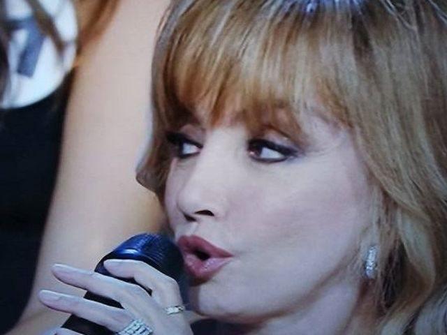 Milly Carlucci domande scomode a Miss Italia: tradimenti e molestie