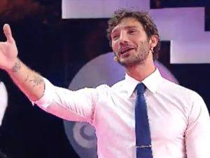 Stefano De Martino debutto a Stasera tutto è possibile, apprezzato