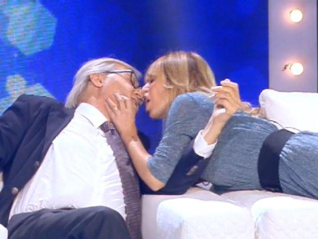 Sgarbi E Alessandra Mussolini Il Bacio Della Pace Che Passione
