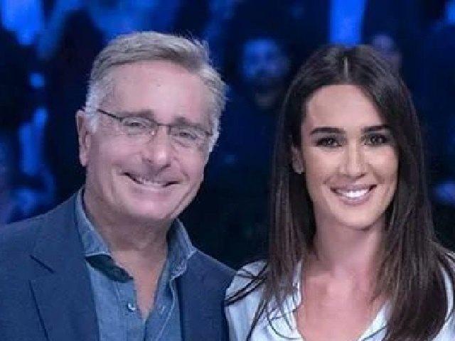 Bonolis gela Silvia Toffanin: la battuta sul 'suocero' Silvio Berlusconi