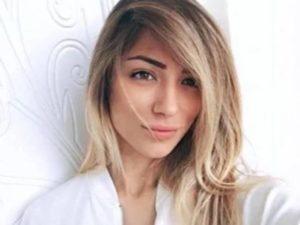 Soleil Sorge selfie camicia bianca