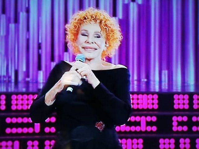 """Rai 1, Ornella Vanoni esplode in diretta: """"Caz..o"""". La Guaccero la placa"""