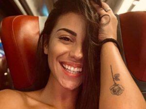 Irene Capuano tatuaggio rosa