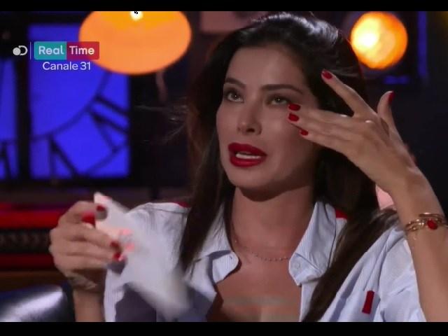 Aida Yespica in lacrime: