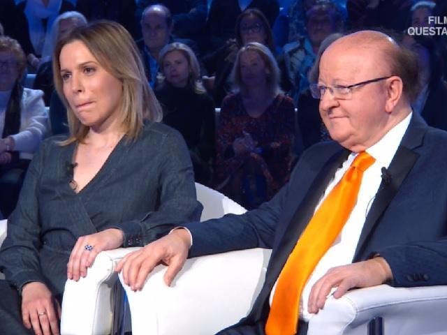 Massimo Boldi, prima volta in tv con la fidanzata: lei stoppa la convivenza