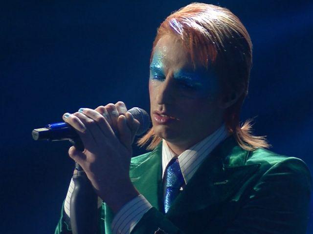 Achille Lauro si veste da David Bowie a Sanremo 2020 e spiega il perché
