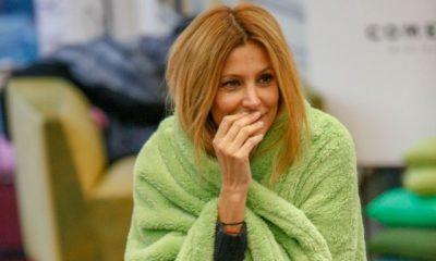 gf vip adriana volpe con la coperta