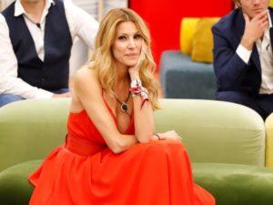 gf vip adriana volpe con vestito rosso