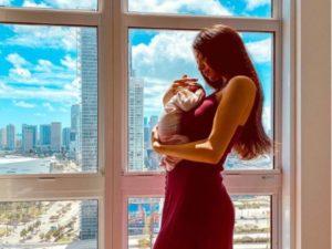 foto di clarissa marchese con la figlia