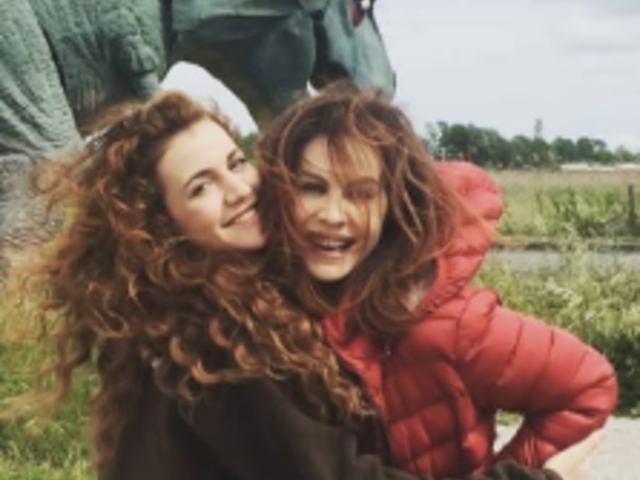 Vivi e lascia vivere: Elena Sofia Ricci e la figlia Emma sul set insieme