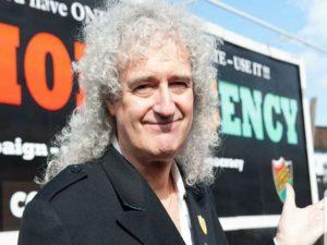 Brian May, il chitarrista dei Queen colpito da un infarto: c