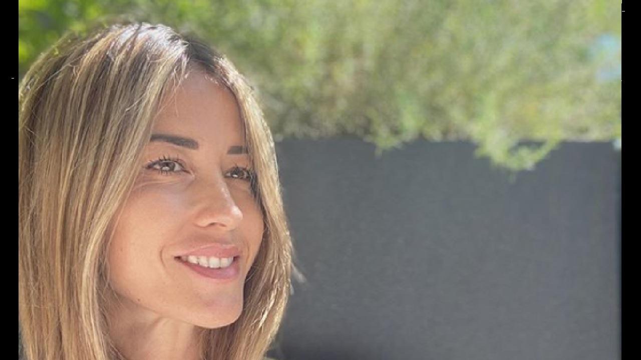 elena-santarelli-smile