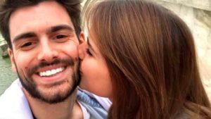 Giovanna Reynaud bacia Pasquale Di Nuzzo