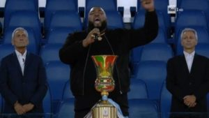 sergio sylvestre canta alla finale di coppa italia