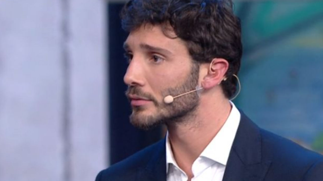 stefano de martino costanzo addio mediaset