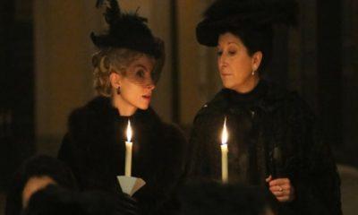 una vita, ursula e cayetana con candele