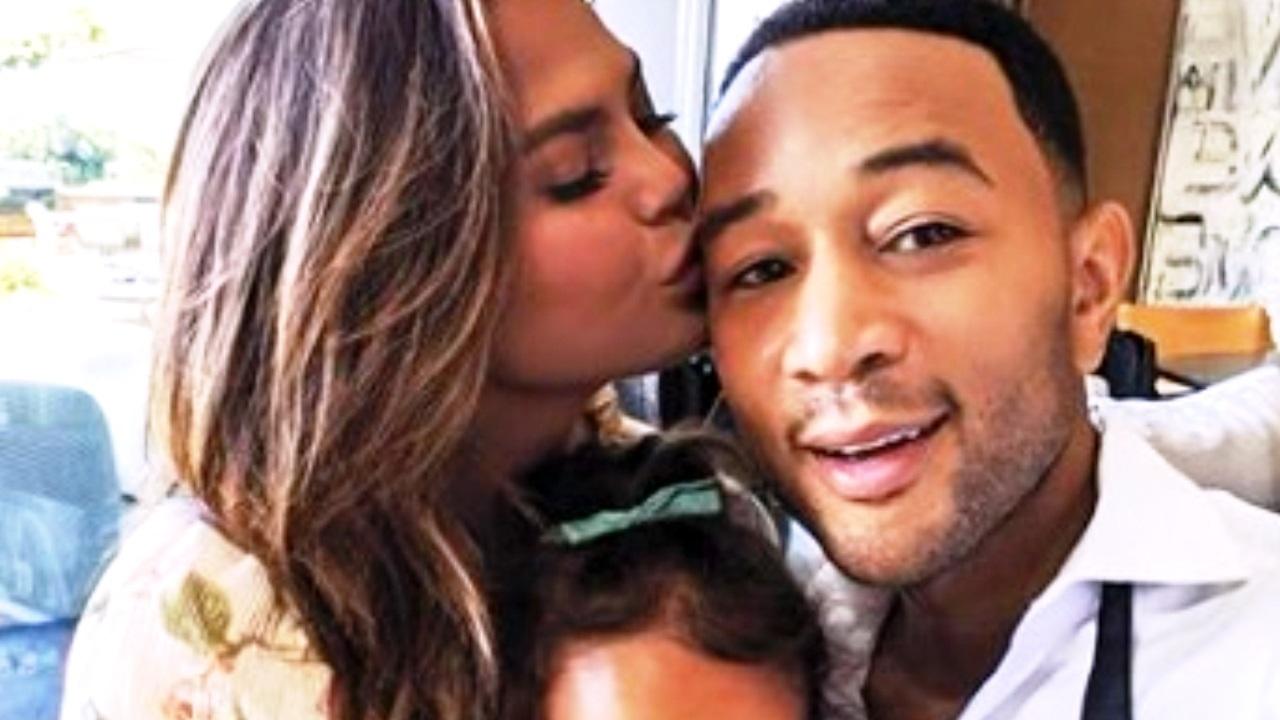 Bacio tra John Legend e Chrissy Teigen