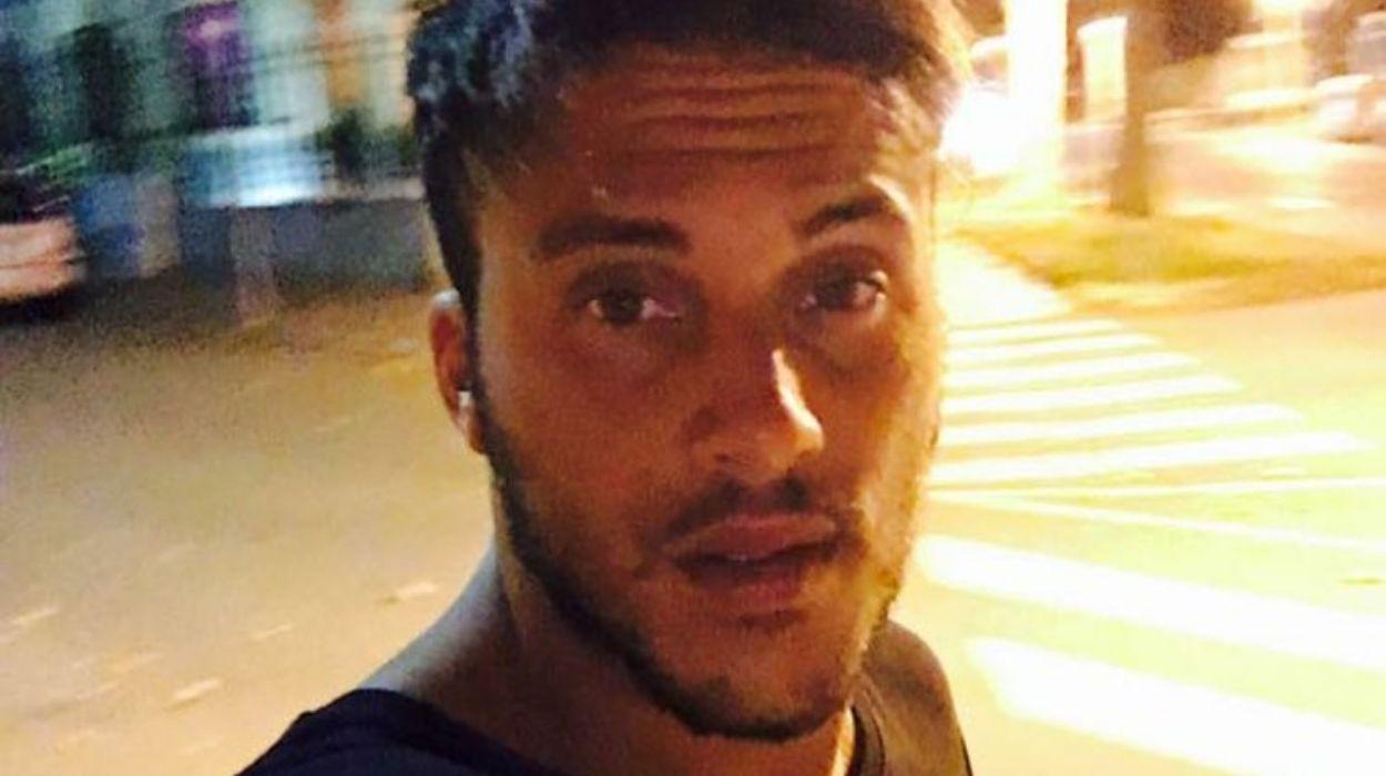 giulio raselli, selfie in strada