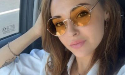 martina nasoni con occhiali da sole