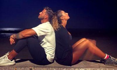 Foto di Sonny e Sara al mare di notte