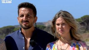Davide e Serena, lui ci ricasca e viene bersagliato: lei pronta a lasciarlo